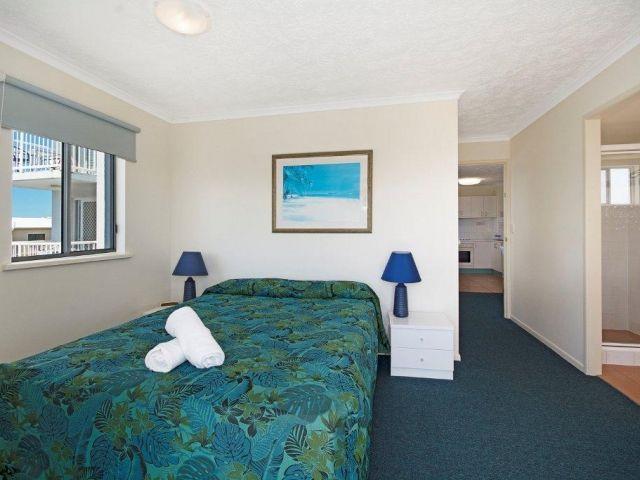 1bed-caloundra-apartment (8).jpg