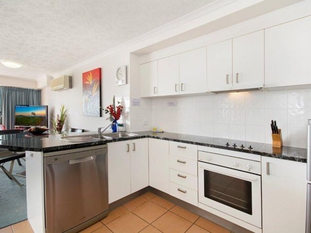 2bed-beachfront-apartment-caloundra (1).jpg