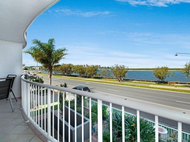 2bed-beachfront-apartment-caloundra (10).jpg