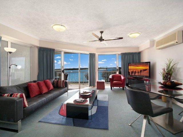 2bed-beachfront-apartment-caloundra (2).jpg