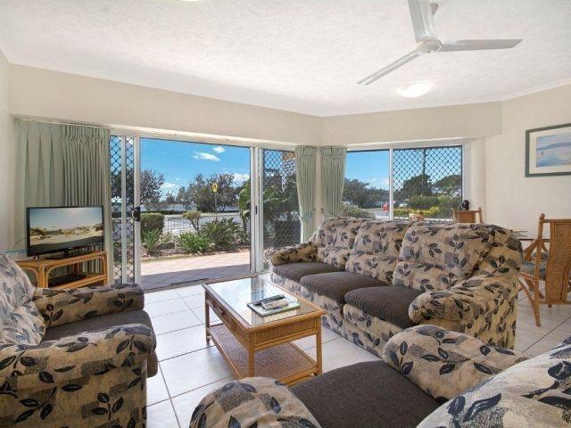2bed-beachfront-accommodation (5).jpg
