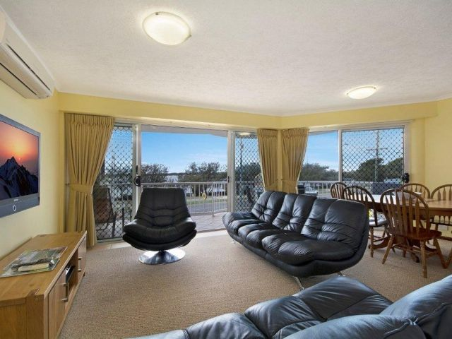 3bed-caloundra-accommodation (1).jpg
