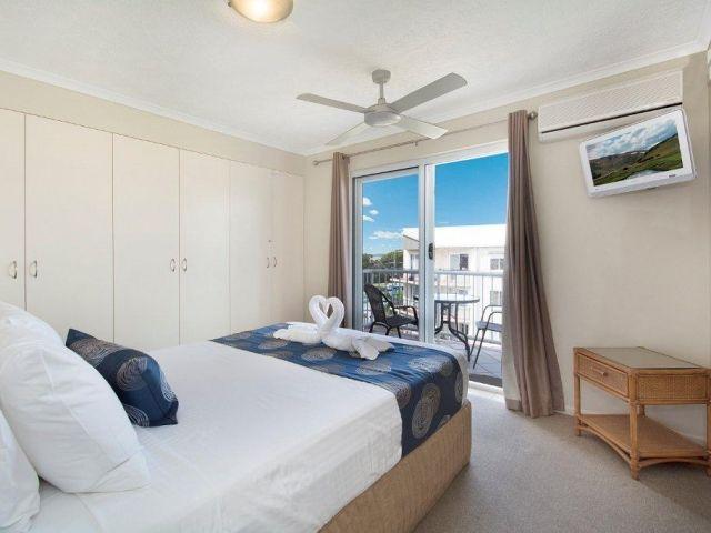 3bed-beachfront-accommodation (8).jpg
