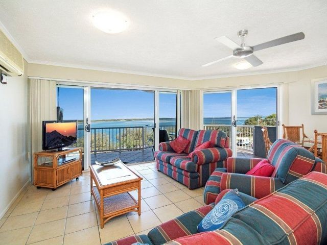3bed-beachfront-accommodation-l4 (6).jpg