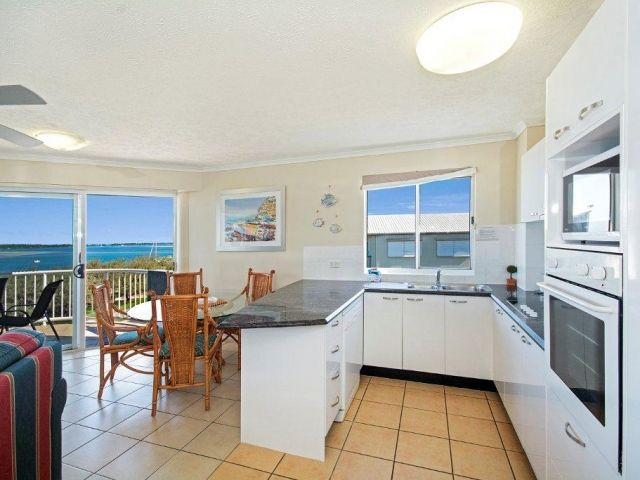 3bed-beachfront-accommodation-l4 (7).jpg